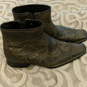 District 3 (Buckle) brown dress boots